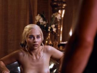 Emilia Clarke – Game of Thrones S3E8